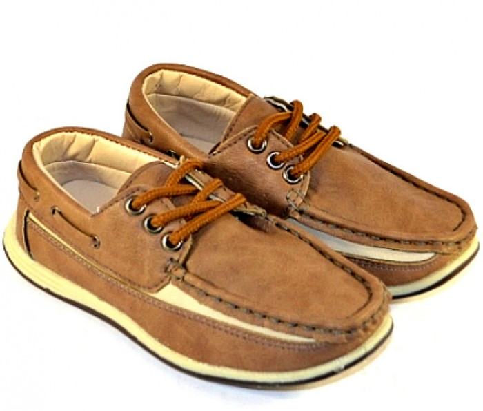 Мокасини в бежевому кольорі зі шнурівкою на сайті взуття Городок
