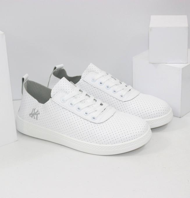 Модна спортивне взуття на розпродажі!
