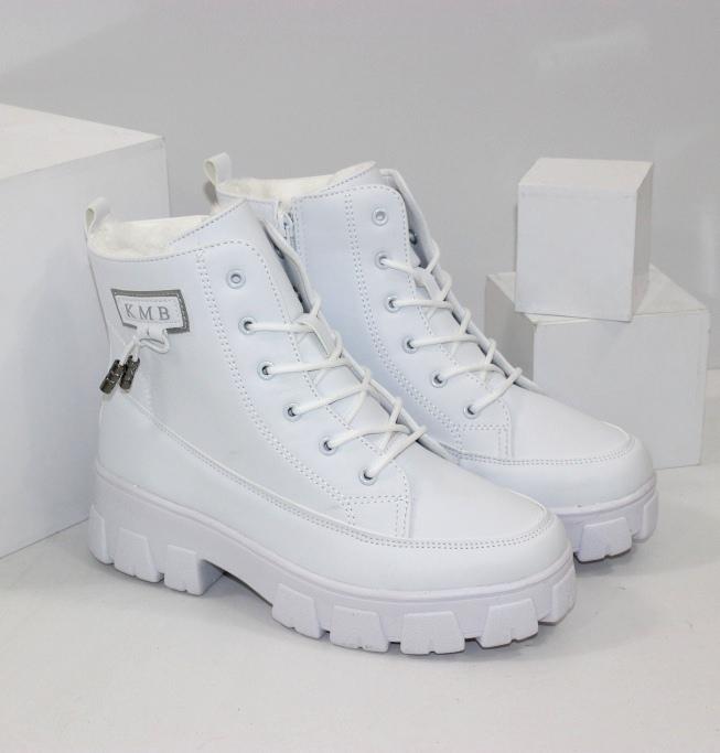 Белые зимние ботинки для женщин на нескользкой модной подошве