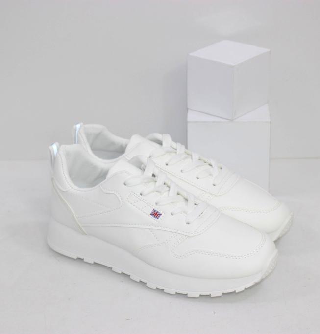 Классические белые кроссовки для женщин на осень