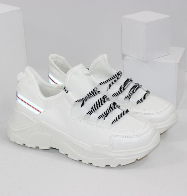 Жіночі білі кросівки зі світловідбиваючої смугою