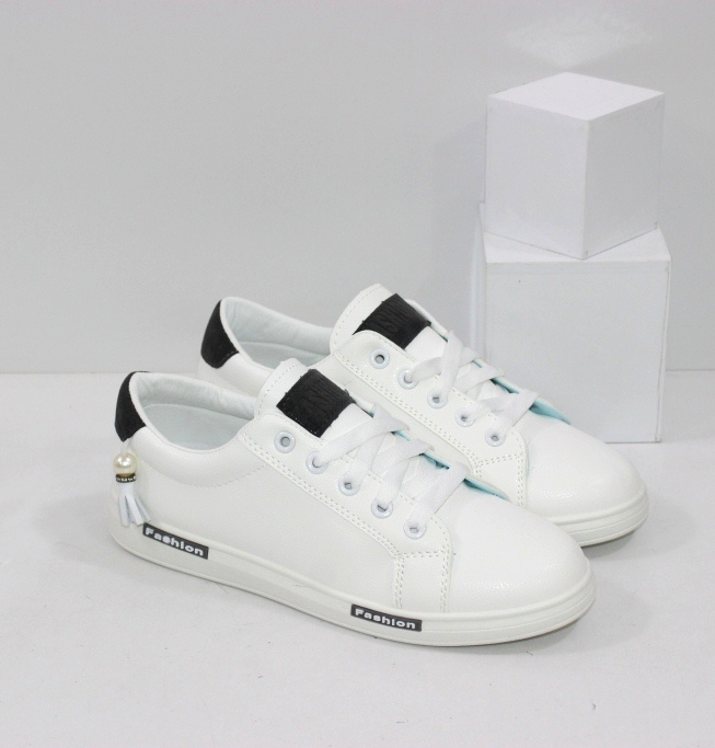 Купить женские белые кроссовки на низком ходу