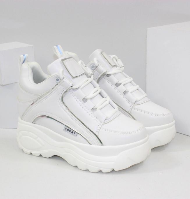 Стильные новинки на весну. Сникерсы, ботинки, сапоги - большой выбор обуви на сайте Городок!