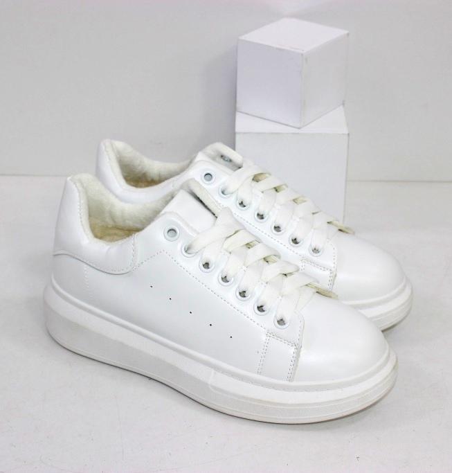 Купить белые зимние кроссовки на толстой подошве
