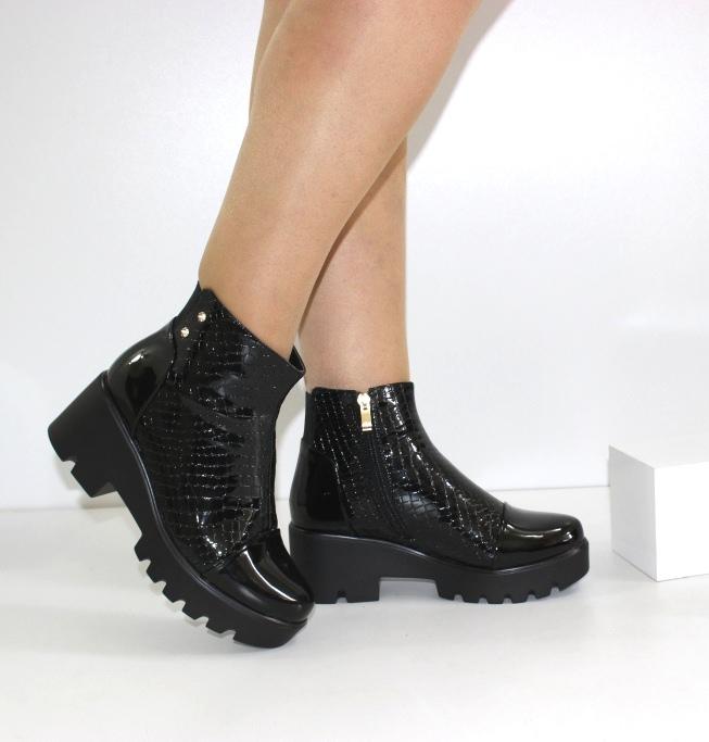 женские ботинки на танкетке и платформе