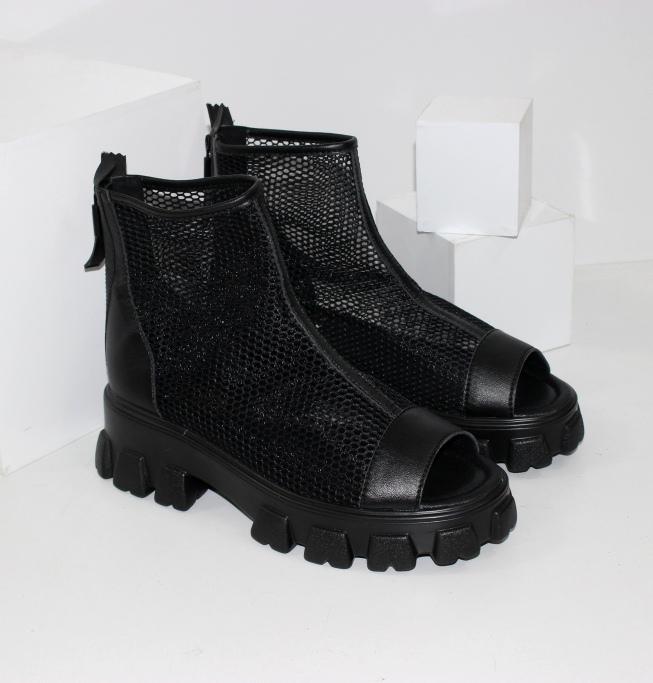 Літні черевики на низькому ходу чорні