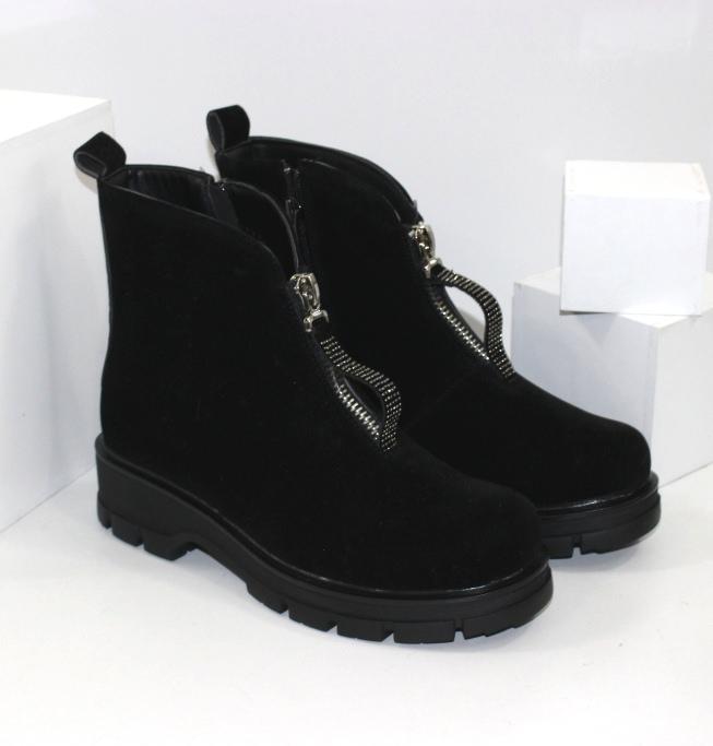 Красивые женские осенние замшевые ботинки ботильоны