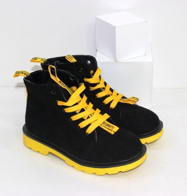Черные замшевые ботинки на жёлтой подошве для девочек