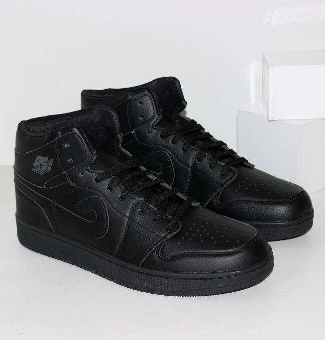 Черные высокие кроссовки под бренд