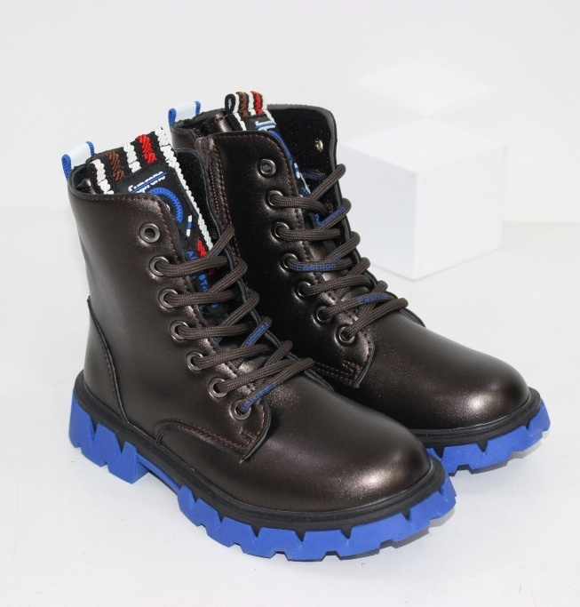 Купить детские осенние ботинкина синей контрастной подошве