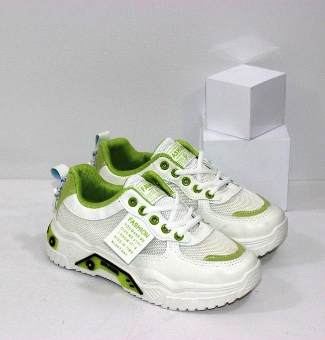 Купить недорого женские дышащие кроссовки белого цвета с зелёными вставками