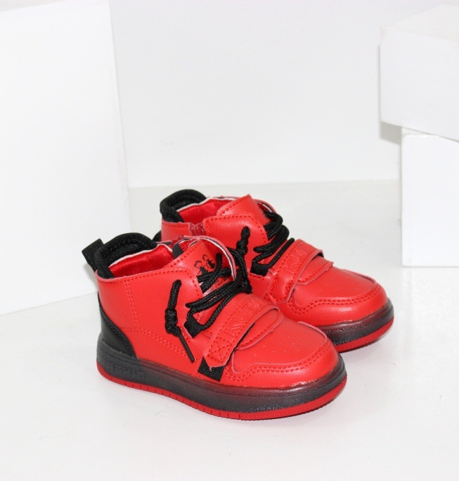 Червоні черевички для хлопчиків і дівчаток