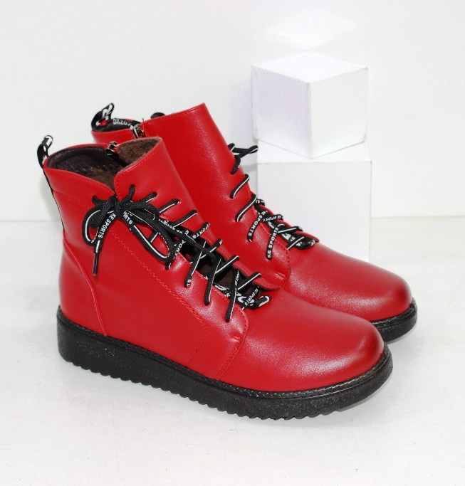 Купить яркие красные ботинки
