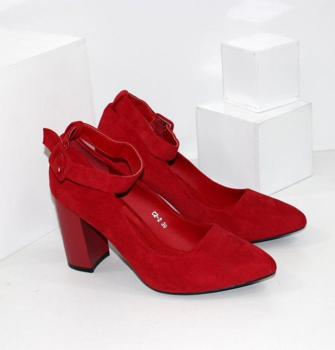 Червоні замшеві жіночі туфлі
