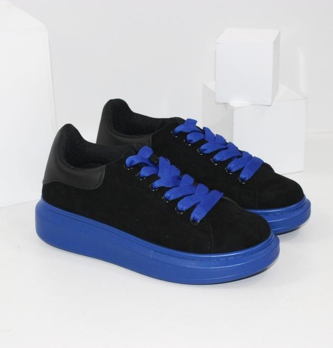 Чорні замшеві кросівки на синьої підошві