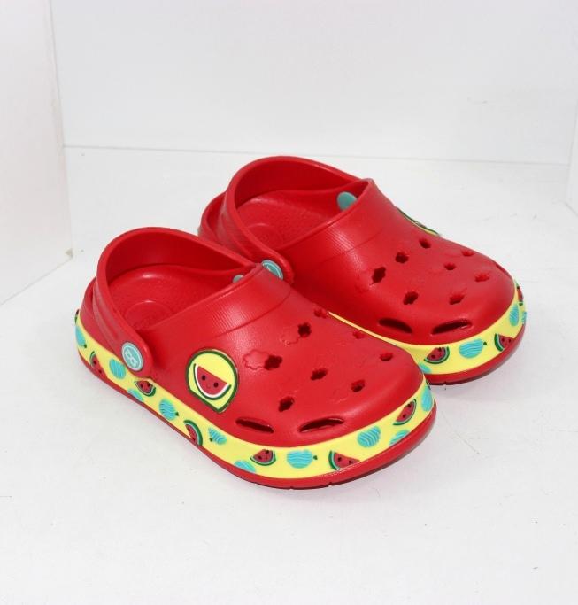 Крокси Кітті для дівчаток і червоні крокси Маккуїн для хлопчиків
