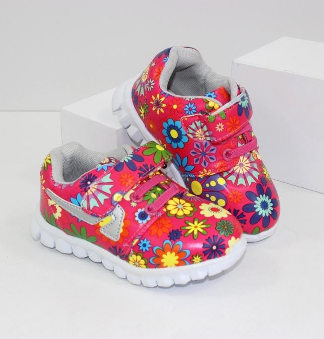 Кроссовки для девочки - самые модные и стильные новинки для маленькой принцессы