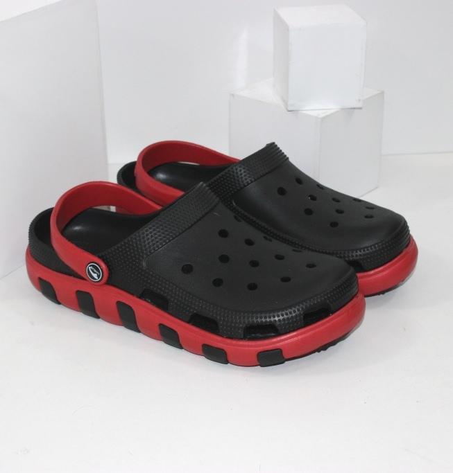 Чорні чоловічі крокси з червоною підошвою