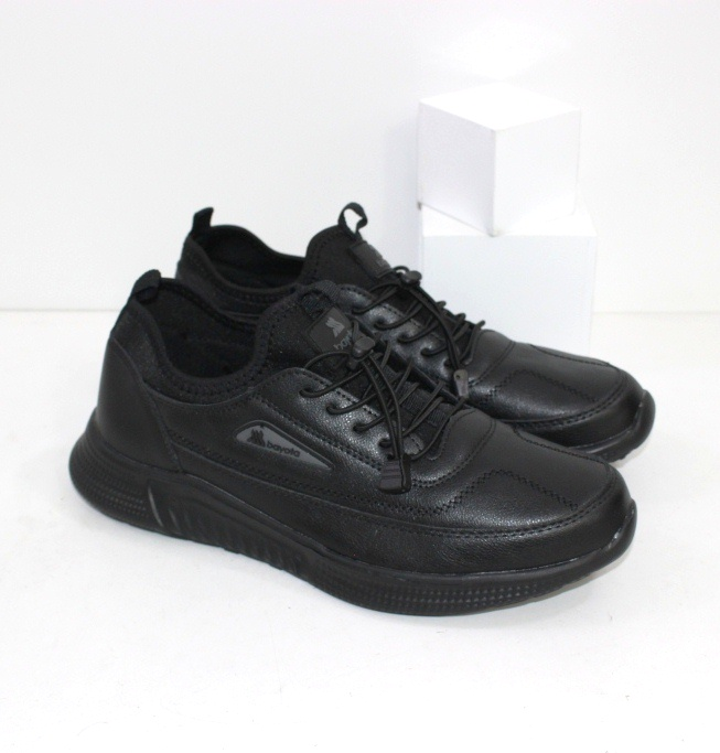 Купить черные мужские кроссовки с текстильной вставкой