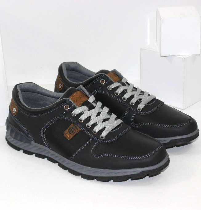 Чоловічі спортивні туфлі на шнурках