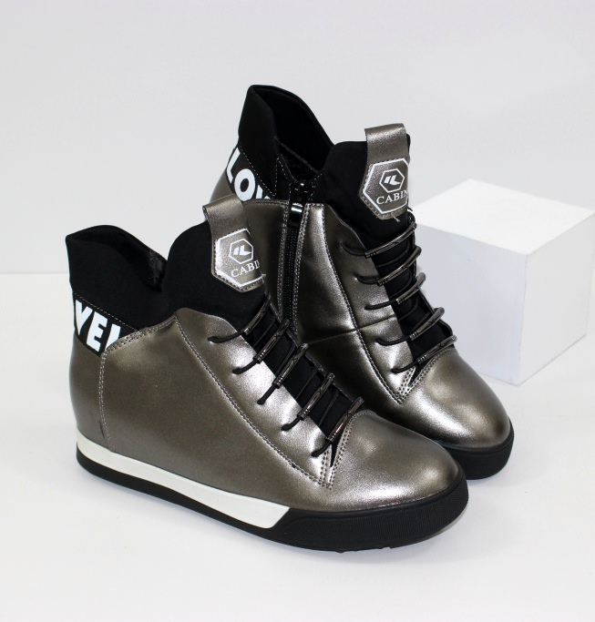 Снікерс - модні моделі молодіжного взуття 2019-2020!