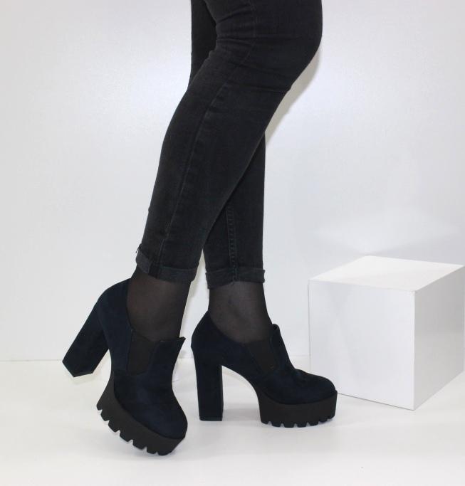 жіночі черевики на середньому і високому каблуці