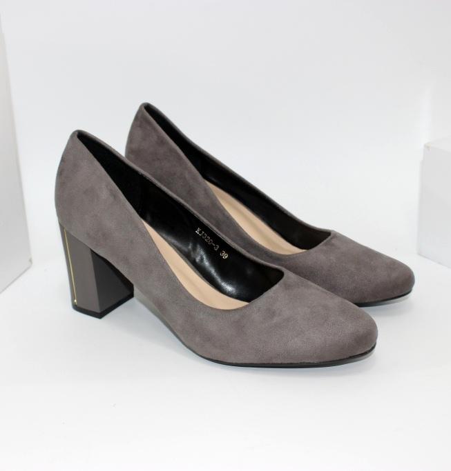 Сірі замшеві туфлі на підборах красиві
