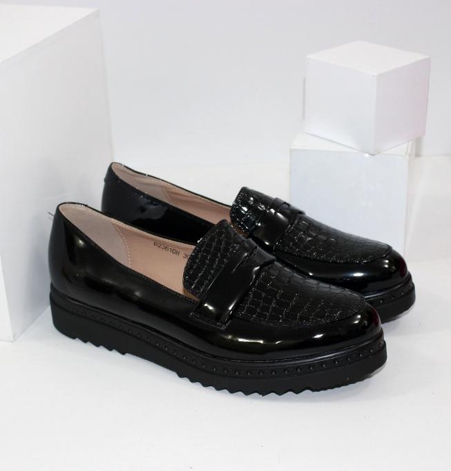 Зручні лакові туфлі жіночі на товстій підошві