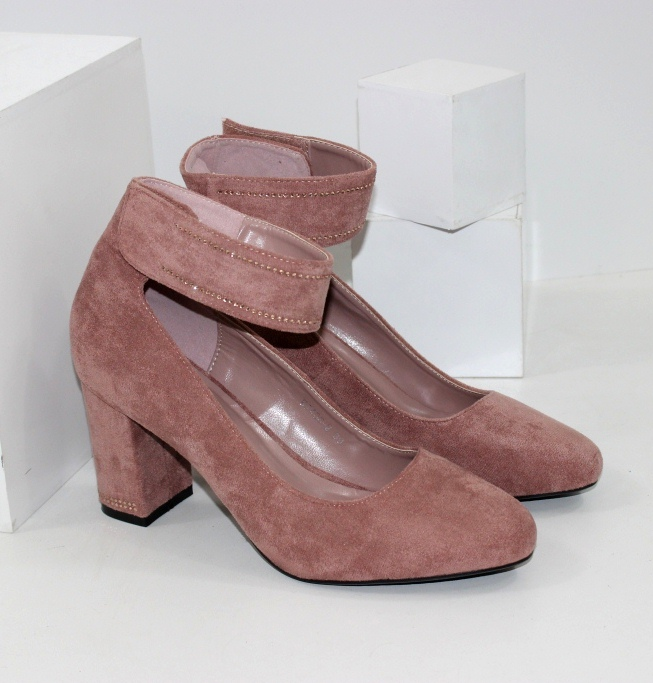 Жіночі класичні туфлі пудровий кольору на липучці
