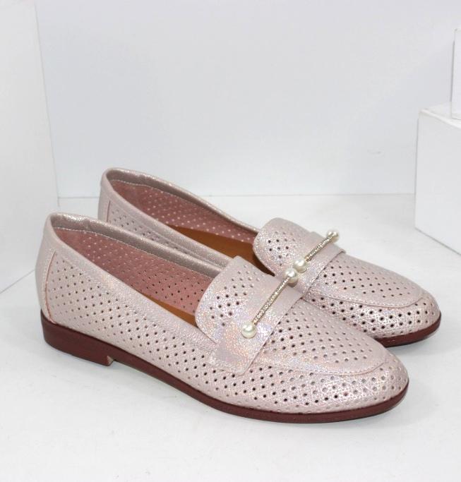 Перламутрові рожеві туфлі лофери на літо
