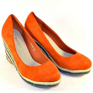Стильные и яркие туфли женские женские на танкетке на сайте обуви Городок