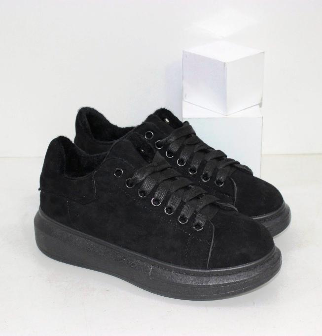 Зимние кроссовки из черной эко замши в стиле МакКвин