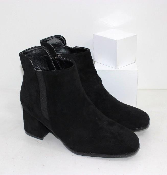 Купить замшевые осенние ботинки на среднем устойчивом каблуке